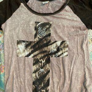 Mid-Sleeve cross shirt from Buckle